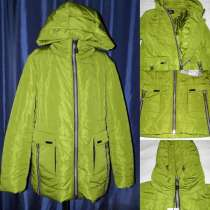 Куртка с оригинальным дизайном накладных карманов. Есть капю, в Москве