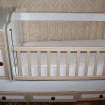 Продаю детскую кроватку (трансформер), в г.Тбилиси