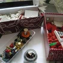 Lego коробка конструктора и человечки, в Ростове-на-Дону