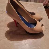 Туфли на каблуке, 37 размер. Надевались 2-3 раза, в г.Измаил