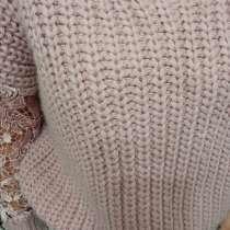 Стильный свитер с ажурными рукавами, в г.Артёмовск