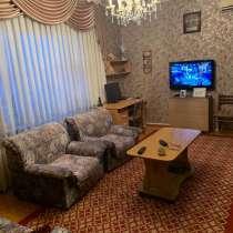 Продаю 2-х комнатную квартиру в 10 мкр+ Бонусом гараж 3х6, в г.Бишкек