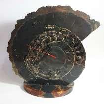 Часы настольные из окаменелой раковины. Выбрать в подарок, в Москве