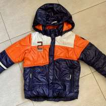 Демисезонная куртка на мальчика 116, в Москве