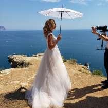 Свадебное платье и зонт, в Феодосии