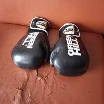 Профессиональные перчатки и шлем для тренировок, в Москве