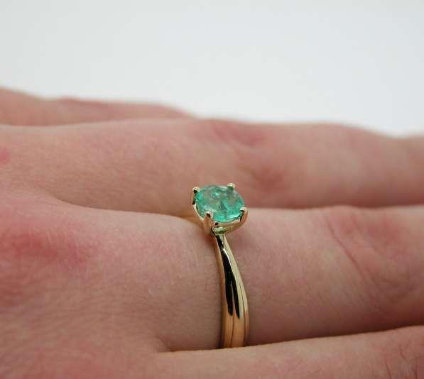 Золотое кольцо с круглым Изумрудом в Москве фото 7