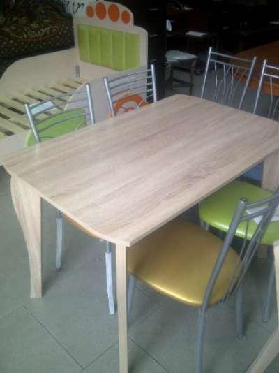 Стол обеденный светлый