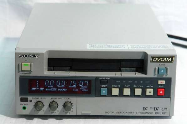 Цифровой видеомагнитофон SONY DSR-20P