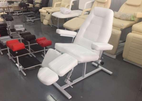 Педикюрно-косметологическое кресло на гидравлике
