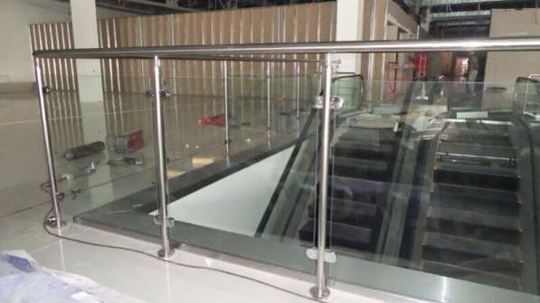 Перила со стеклом из нержавеющей стали