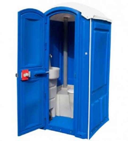 Новые туалетные и душевые кабины