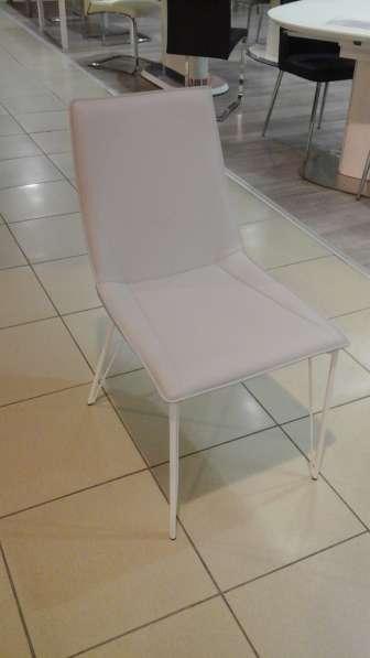 Столы из стекла, дерева, искусственного мрамора и стулья в Москве фото 7