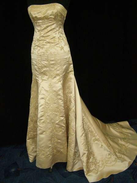 Золотое свадебное (вечернее) платье со шлейфом