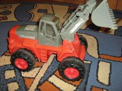 Продается трактор большой