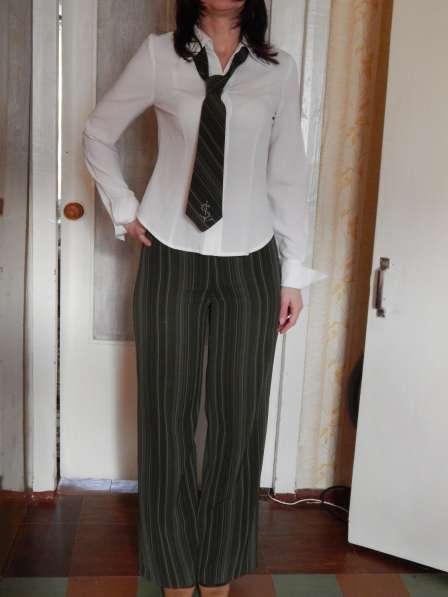 Костюм деловой (юбка, брюки, жилет, пиджак, блуза, галстук) в