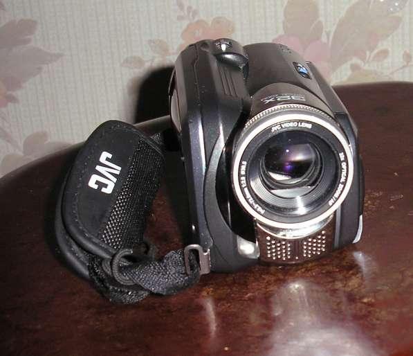 Продаю в отличном состоянии Цифровую видеокамеру JVC Everio