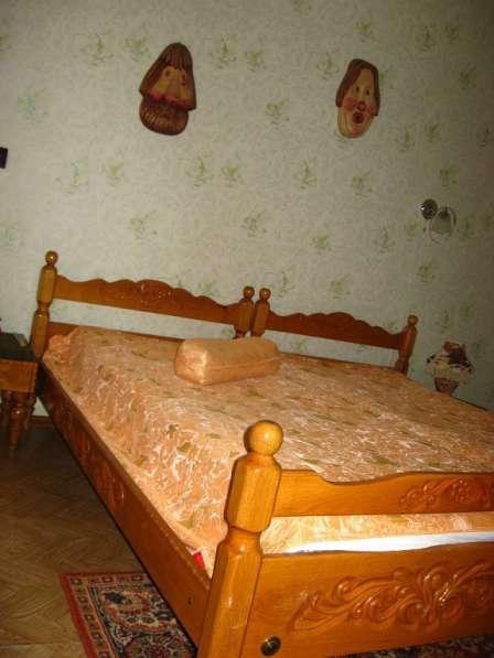 Две деревянные (дуб) кровати с резьбой