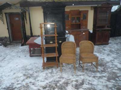 Старинные плетённые кресла