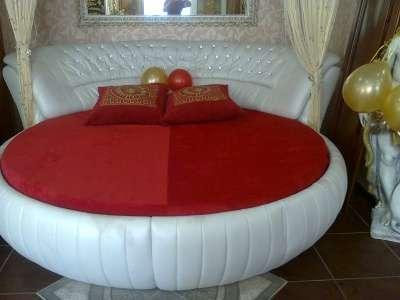 Кровать круглая кожа+кожзам (Китай) Новна 09