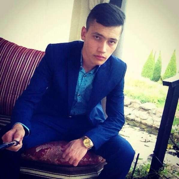 Азим, 22 года, хочет познакомиться