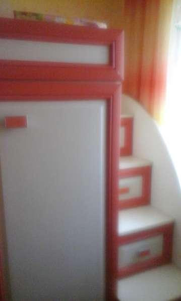 Продам детскую 2-ярусную кровать с 2-мя встроенными шкафами в фото 5