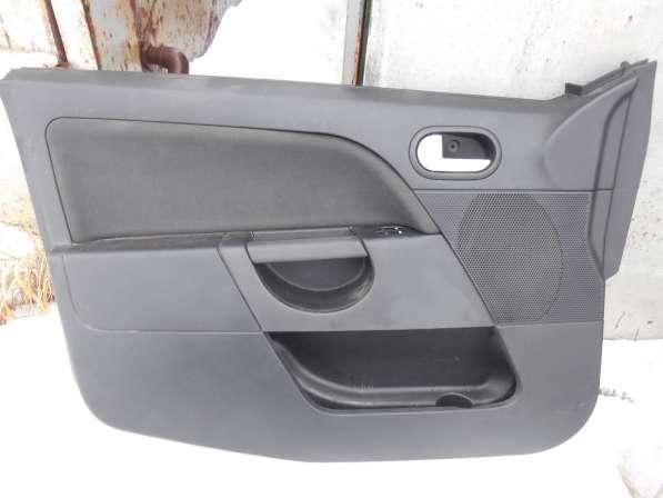 Обшивка двери передней левой Ford Fiesta Форд Фиеста 01-07