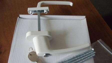 Ручка двухсторонняя асимметричная с замком, белая, металл