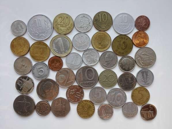 Набор из 40 иностранных монет без повторов