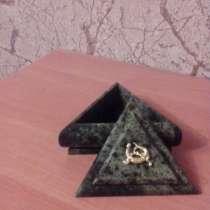 Шкатулка из натурального змеевика (серпентенита), в Севастополе