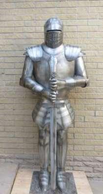 Скульптуры средневековых рыцарей из металла, в г.Белореченск