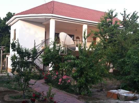 Продам дом.400 м2 жилой площади.14 соток в Алмалыке