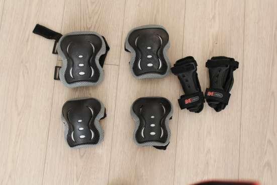 Ролики Rollerblade мужские 42 р-р с защитой