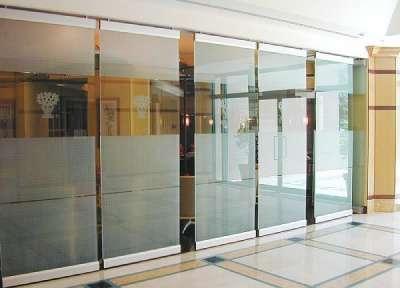 Цельностеклянные витрины, перегородки