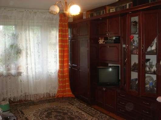 Продаю 2х комнатную с раздельными комнатами на Лакина, 149