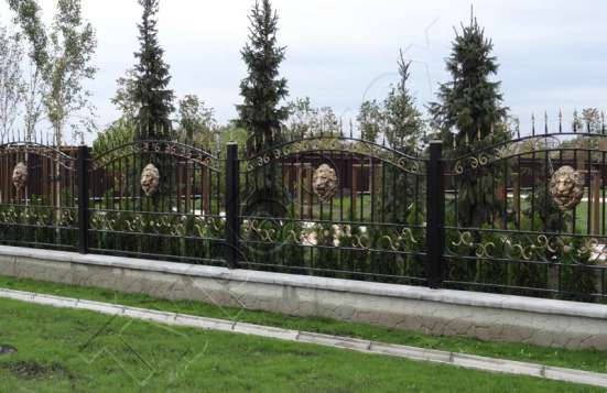 Еврозаборы с барельефом льва