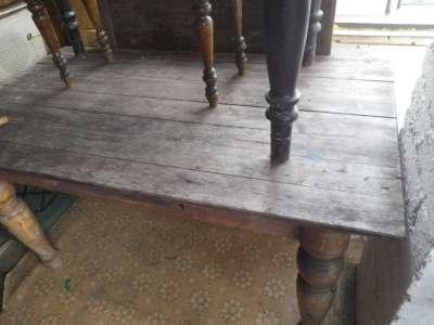 Старинный  стол..