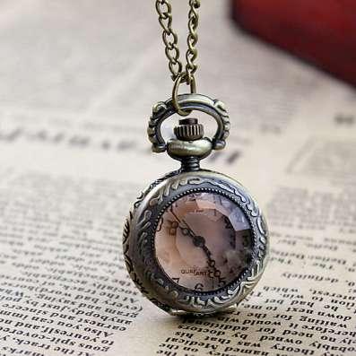 Миниатюрные часы - кулон на цепочке