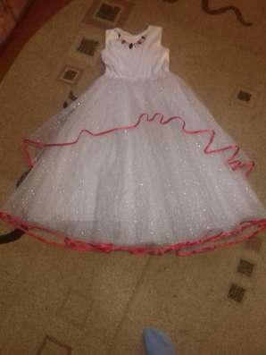 Новогоднее пышное бальное платье белое с блестками