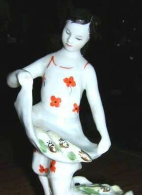 Куплю Куплю фигурку девочка с кукурузой. ЛФЗ.