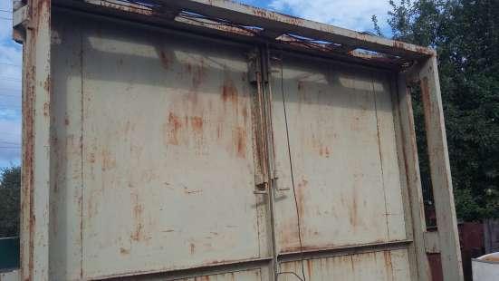 Гаражные ворота для грузового автомобиля