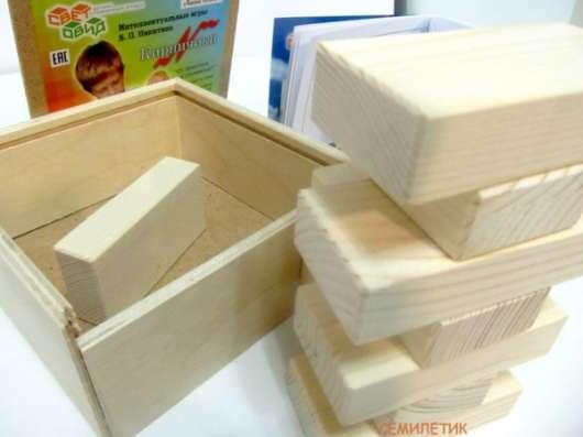 Знаменитые кирпичики Никитиных в деревянной коробке