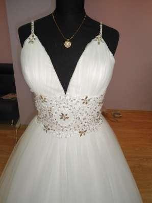 Белое свадебное платье а-силуэт