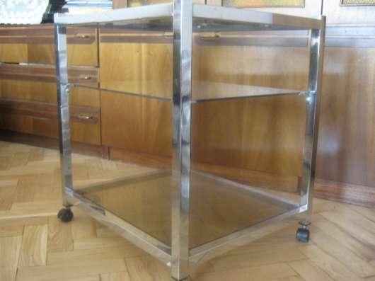 Столик на колесиках, стекло, метал,3 уровня
