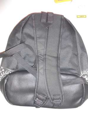 Рюкзак черный городской с белым орнаментом на кармане