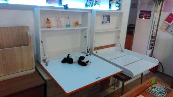 Откидной мини-столик для письма, еды, игры навесной с полкой
