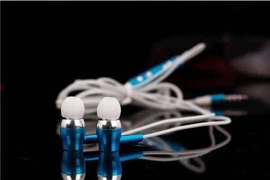 Наушники светящиеся вакуумные с микрофоном!