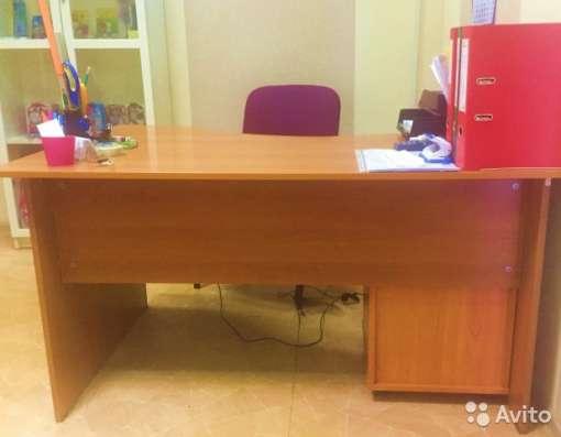 Стол администратора с тумбой