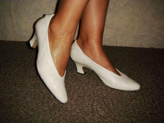 Туфли кожаные белые