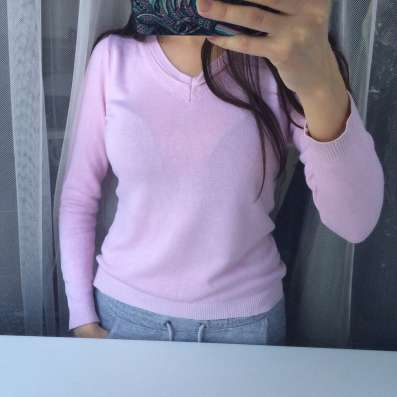 Свитер нежно розового цвета